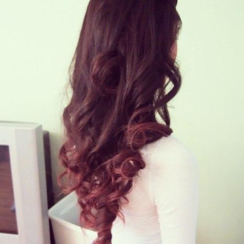 фото девушки с русыми волосами сзади